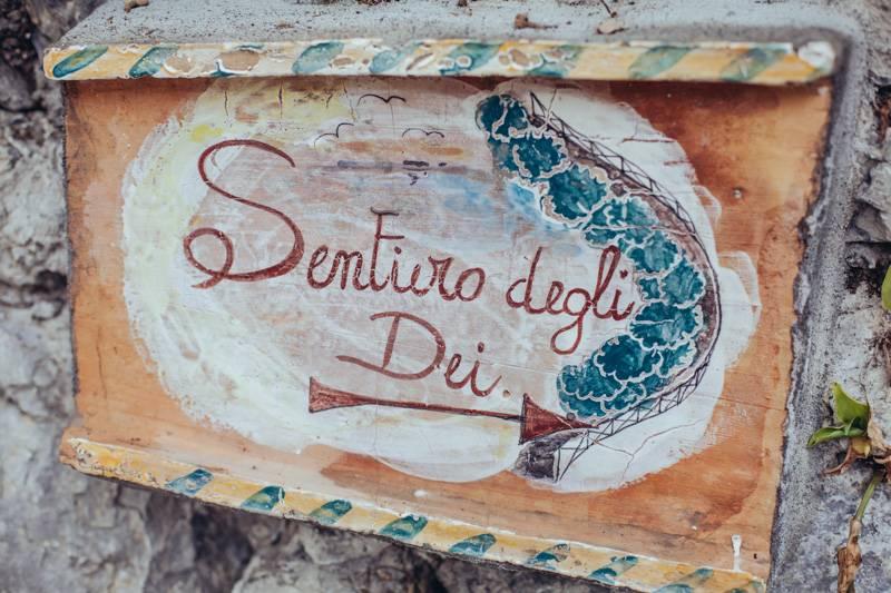 Sentiero degli Dei, painted wall sign