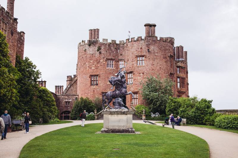 Radiating_Chaos_Powis_Castle_001