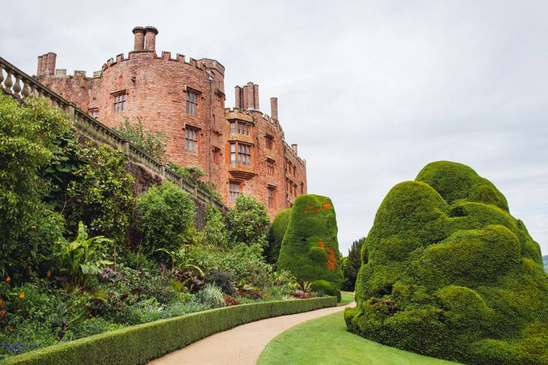 Radiating_Chaos_Powis_Castle_048