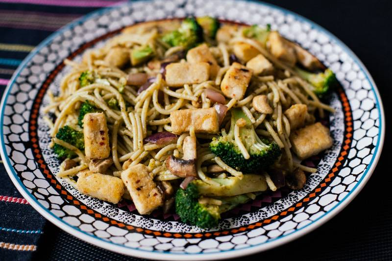 A meal rich in vegan protein. Tofu, broccoli, cashew nuts, onion and spaghetti